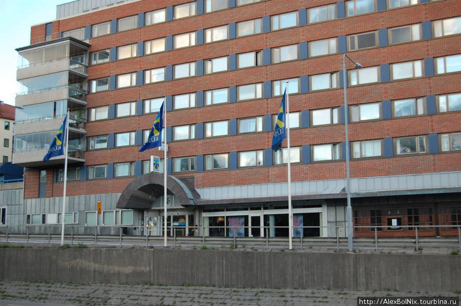 Отель занимает два этажа здания.