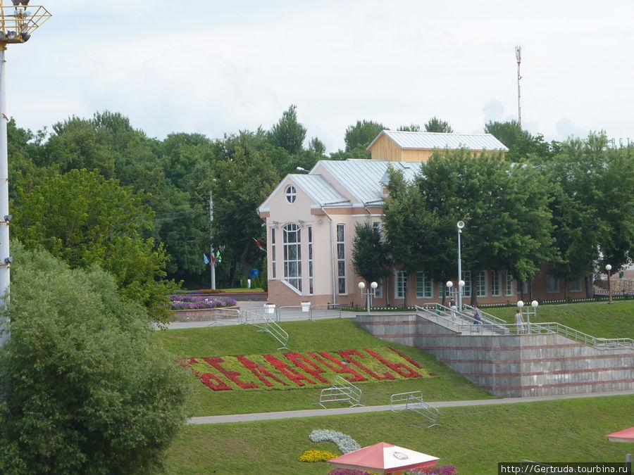 Там же — снимок с парапета от улицы Ленина.
