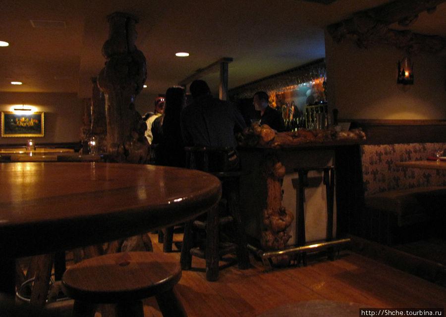 единственная фото внутри на бар, ну не принято там снимать вечером, когда люди отдыхают, а днем мы туда не заходили
