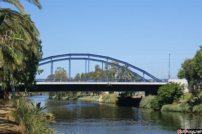 Один из мостов недалеко от устья Яркона
