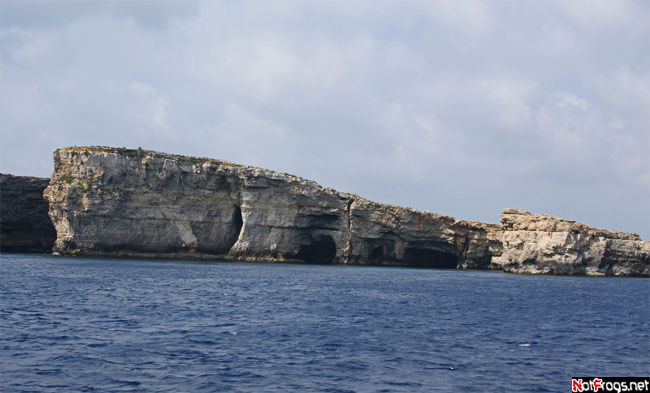 Часть побережья Комино