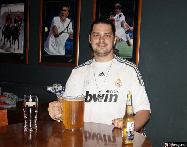 Перед матчем. В кувшинчике, как мне сказал бармен, три с половиной пинты. Сколько это? :)