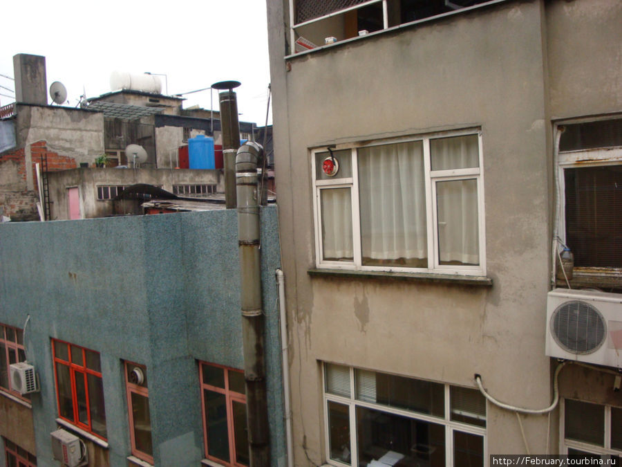 Вид из окна в одну сторону...