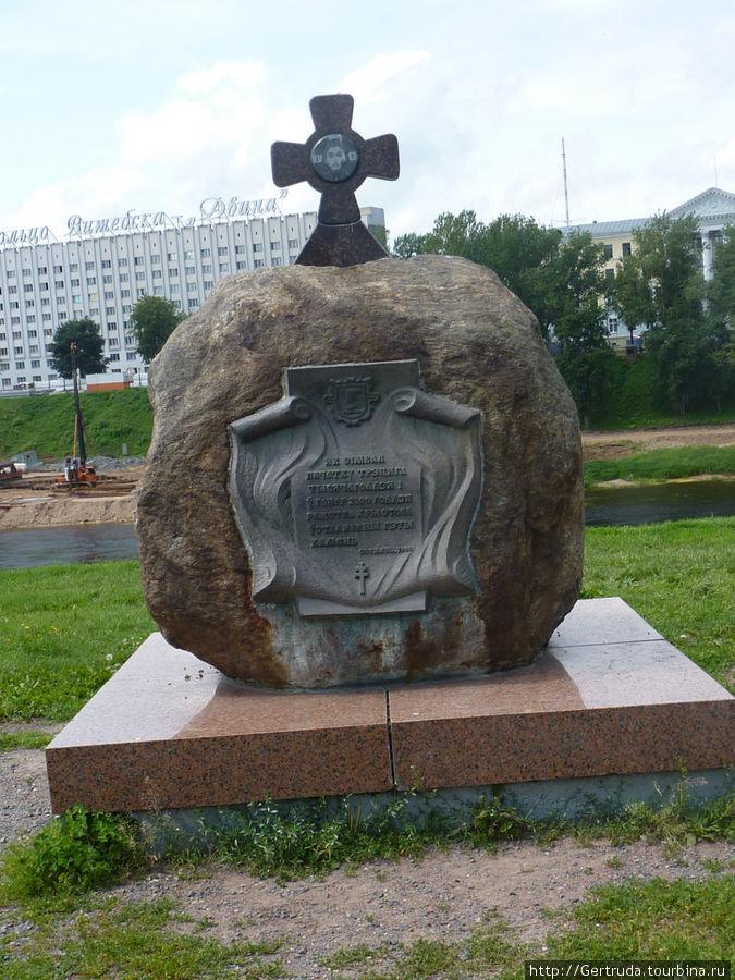 Камень на площади, как символ начала нового Тысячелетия.