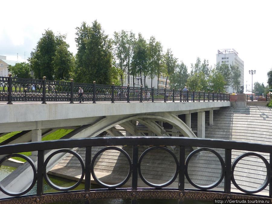 Пушкинский пешеходный мост через Витьбу