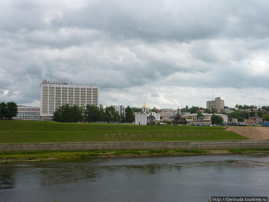 Вид на Площадь Тысячелетия с правого берега Западной Двины.