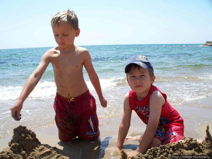 Строители песчаных крепостей