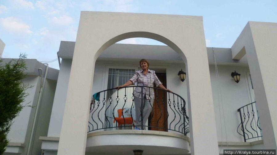 А можно с балкона полюбоваться пейзажем.