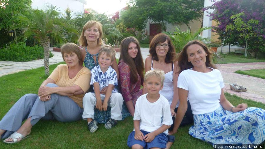 Вот в такой дружной компании мы решили отдохнуть летом 2011г. на Северном Кипре.