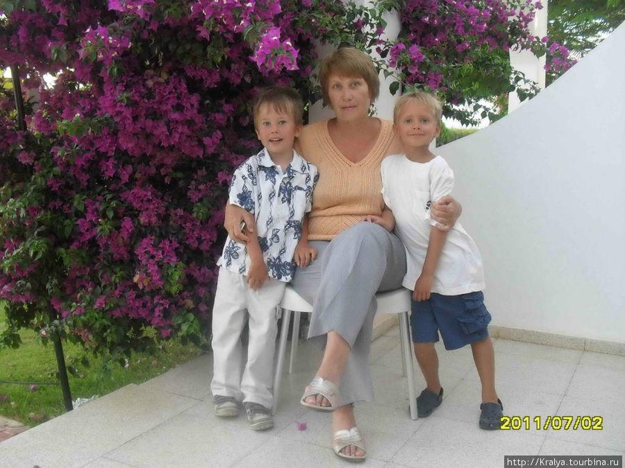 Там же с двумя внуками.