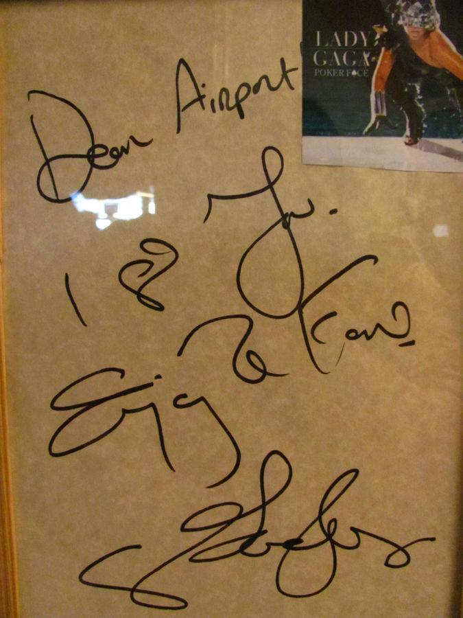 автограф Lady GaGa