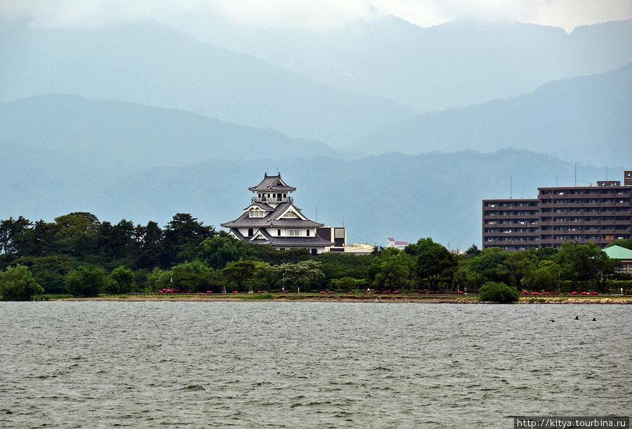 Замок Нагахама, вид с вод