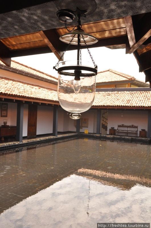 Дворик 2-го этажа с бассейном, что повторяет структуру внутренних дворов в большинстве домов в Форте.