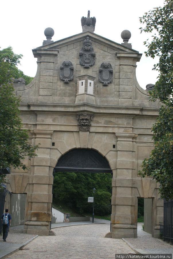 Леопольдовы ворота
