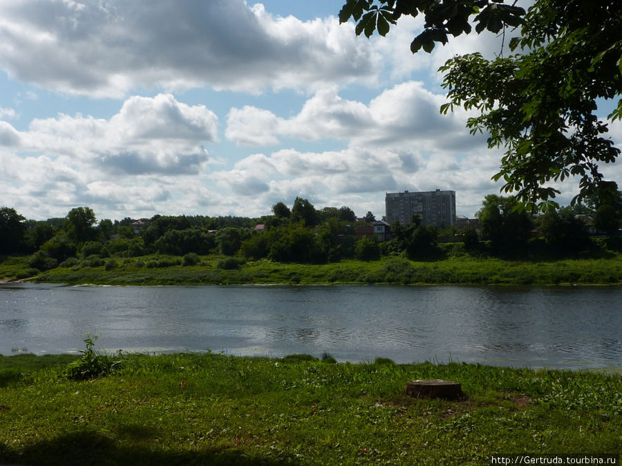 Вид  на новый район с противоположного берега Двины.