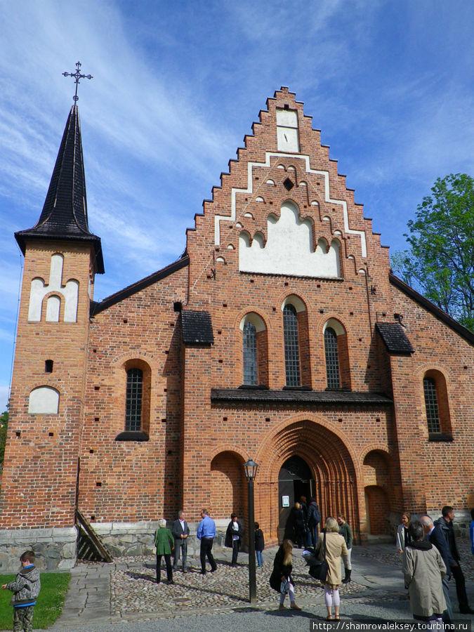 Церковь Святой Марии (St. Maria) датируется XIII веком