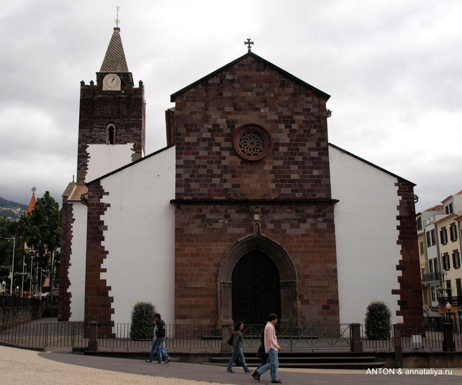 Кафедральный собор Се в центре Фуншала.