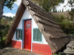 Национальный домик, в каких жили в Сантане около 100 лет назад.