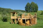 На лужайке у речки — сказочный детский городок