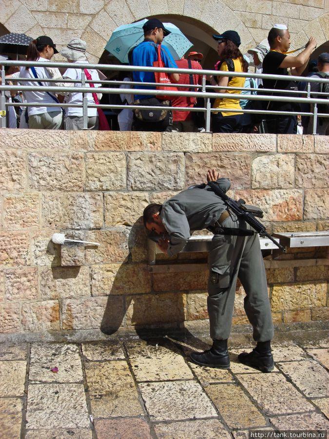 Охрана Стены плача