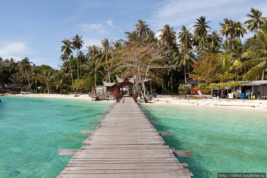 Дорога на остров в деревню.