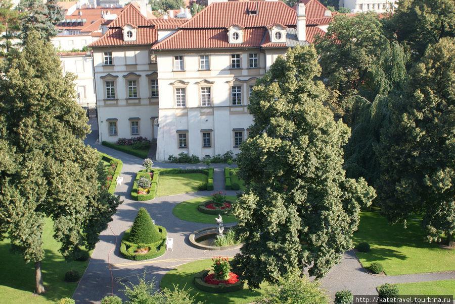 Вид с террасы Большого Фюрстенбергского сада на Малый Фюрстенбергский сад