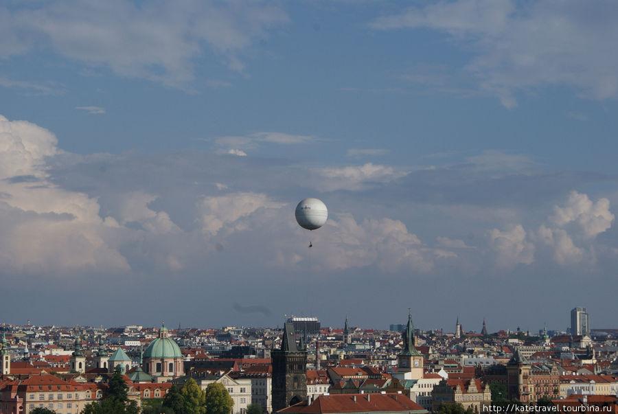 Вид с террасы Большого Фюрстенбергского сада на Прагу