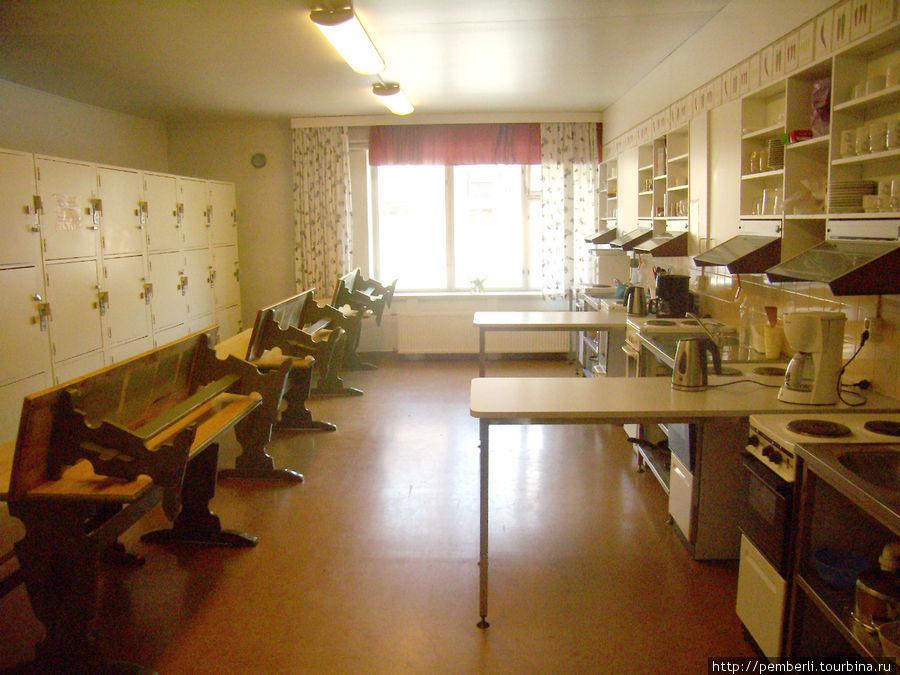 Это первая  кухня хостела. Их там две.