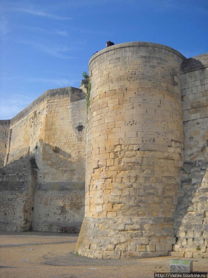 Одна из многочисленных башен