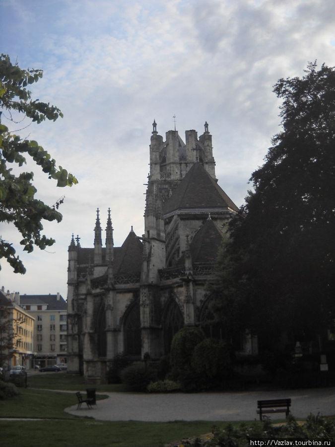Вид на церковь с тыла