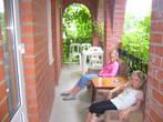 Девочки отдыхают после прогулки на балкончике.