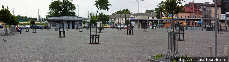 Мемориал на площади, где