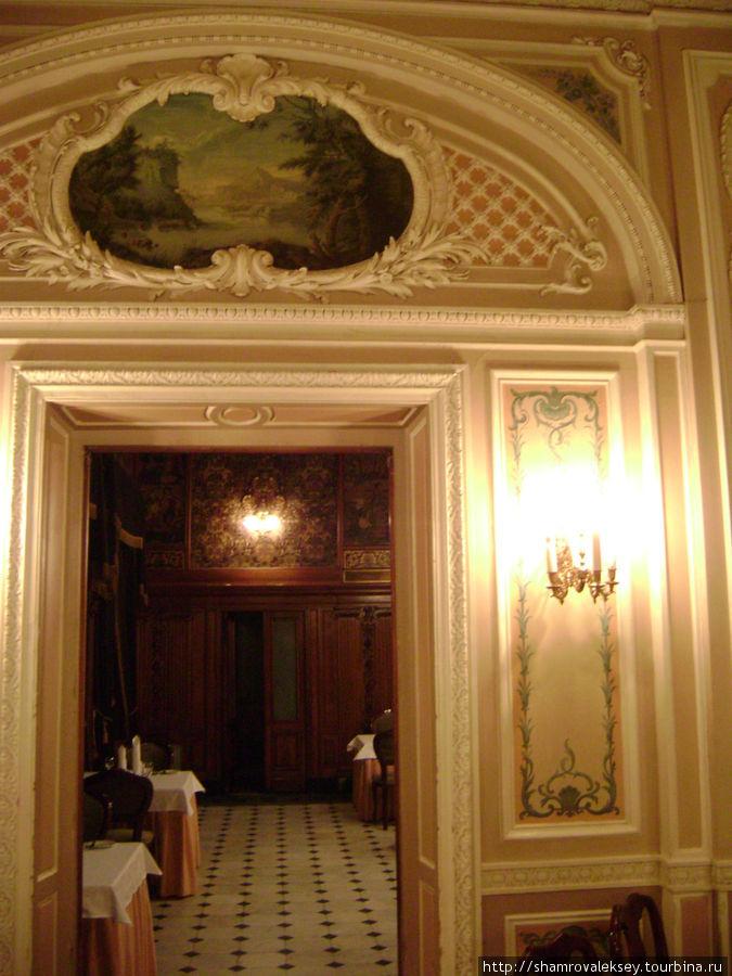 Вход в Ореховую гостиную