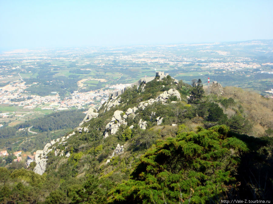 с другой стороны видно крепость мавров