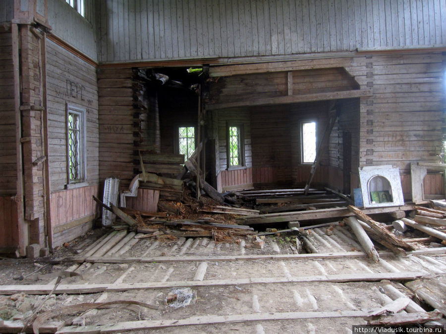 Церковь постепенно разруш