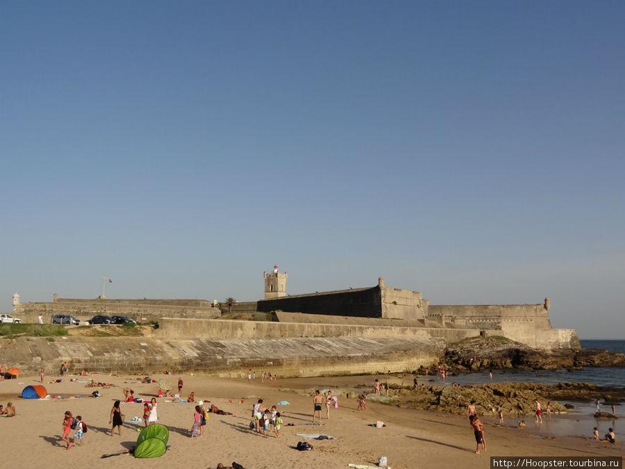 Форт на пляже в Каркавелуше
