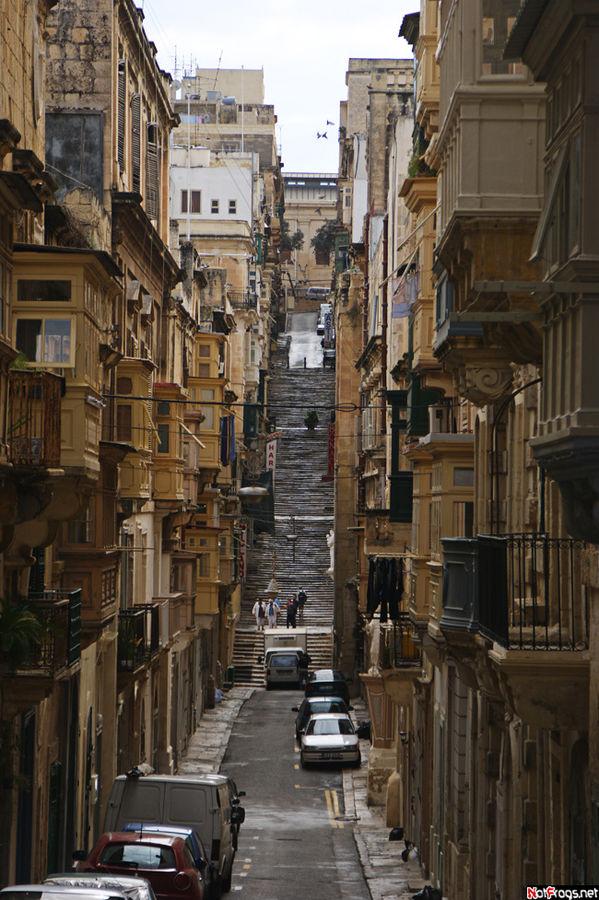 Улица, переходящая в лестницу