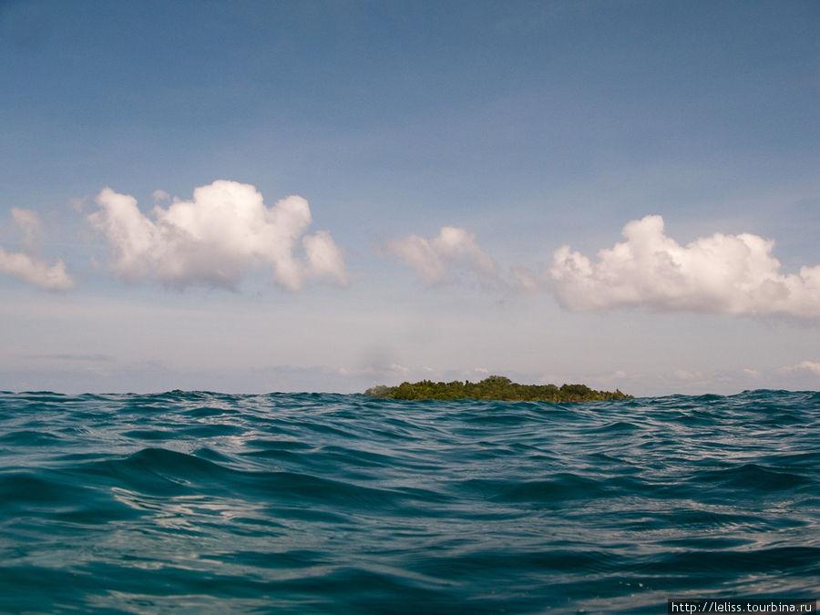 Вид острова сипадан с уровня воды