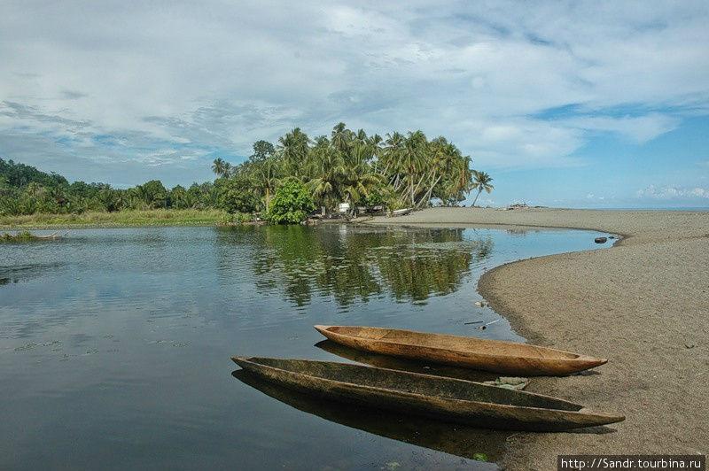 Лагуна в деревне Лайтре и местные лодки