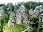 Праховские скалы уникальны тем, что сравнительно на небольшой площади находится множество наблюдательных пунктов, откуда открывается удивительный вид
