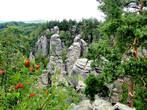 Праховские скалы можно увидеть в восточной части заповедника недалеко от городка Йичин