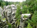 Скальные формирования можно наблюдать как с высоты...