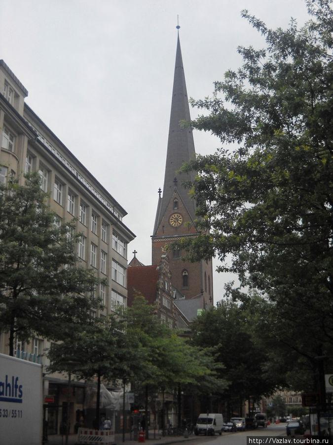 Колокольня церкви