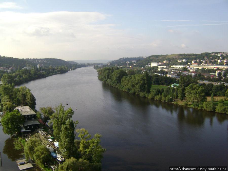 Панорама реки Влтава