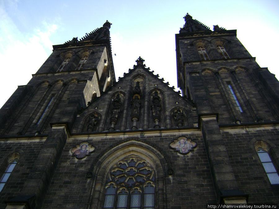 Фасадные башни базилики