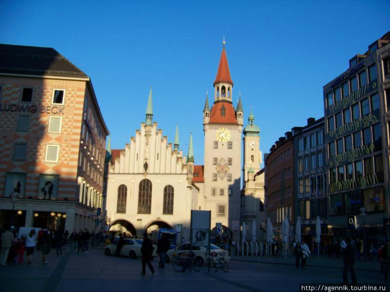 Вид на Старую Ратушу от станции Мариенплац (южный выход)