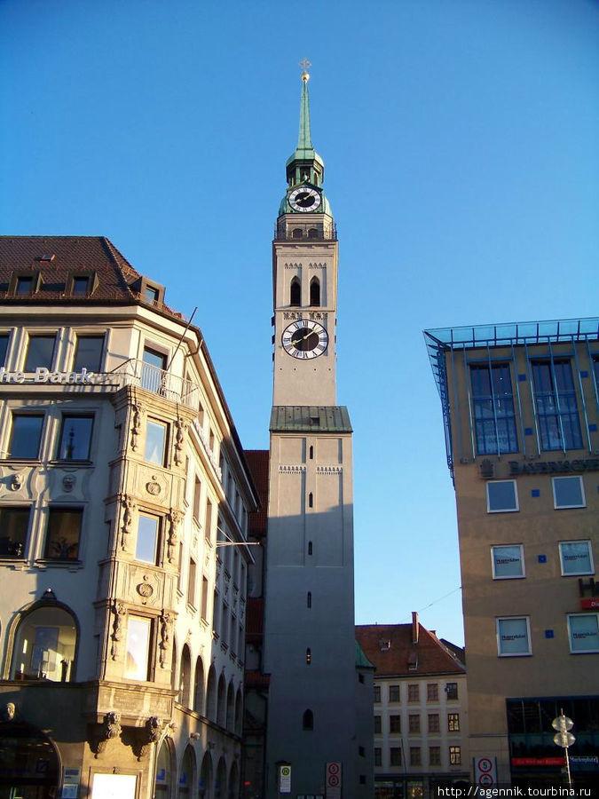 Башння собора св. Петра — старейшего храма Мюнхена, оттуда открывается прекрасный вид на город