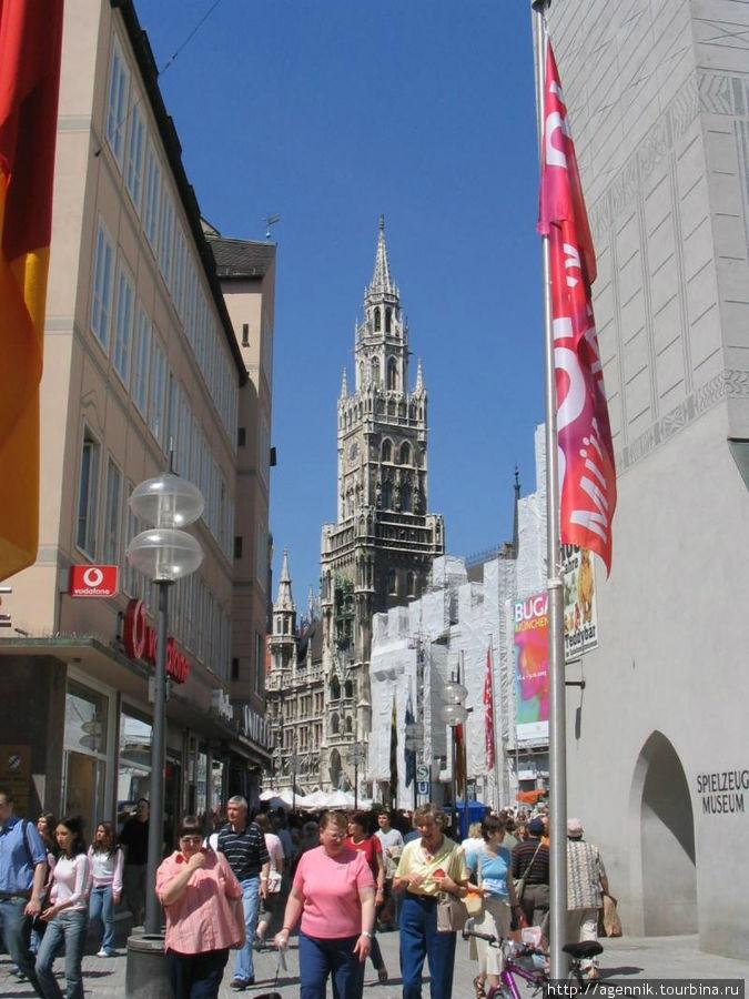 Общий вид Мариенплац с улицы Таль
