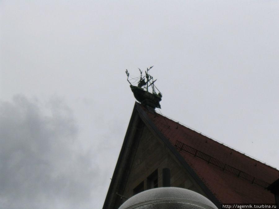 Кораблик на крыше Хирмер