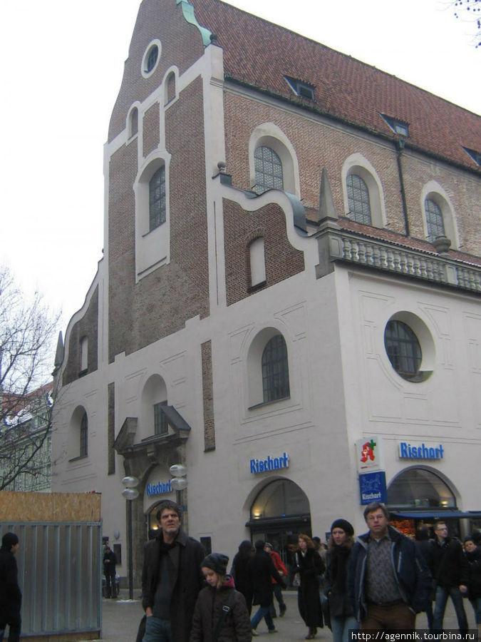 Музей расположен в бывшем храме августинцев